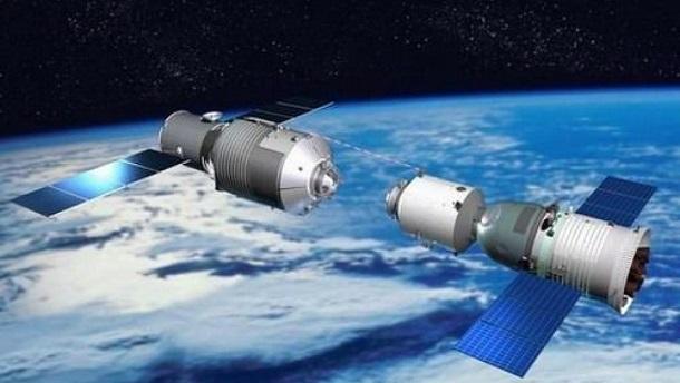 综合中国媒体报道, 目前天宫二号太空实验室和神舟十一号载人飞船进行总装测试;全新研制的长征七号运载火箭正进行总装;第一艘货运飞船天舟一号也进行总装测试;各类空间试验载荷,已完成产品生产和相关准备;文昌发射场、酒泉发射场、测控通信系统和着陆场系 统,正按计划进行任务准备工作。 报导说,目前2名太空员组成神舟十一号飞行任务乘组,预定今年第3季发射天宫二号,第4季发射神舟十一号; 预定2017上半年,用长征七号运载火箭发射天舟一号货运飞船,与天宫二号对接,开展推进剂补加等相关试验。 中国载人航天工程办公室新闻发